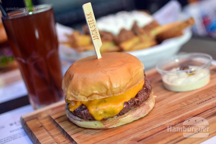 Kobe Burger acompanhado de maionese trufada - Jack Steak Itaim
