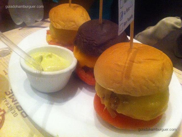 Olympics Burgers – três mini hambúrgueres– picanha, frango e calabresa