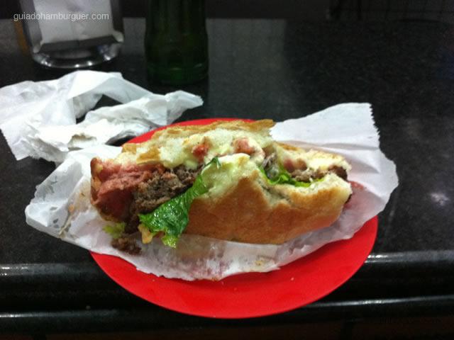 Cheese calabresa salada com mais maionese (hambúrguer fininho, queijo, calabresa fatiada, molho de tomate fresco especialidade da casa e alface) - Hambúrguer do Seu Oswaldo (Ipiranga)