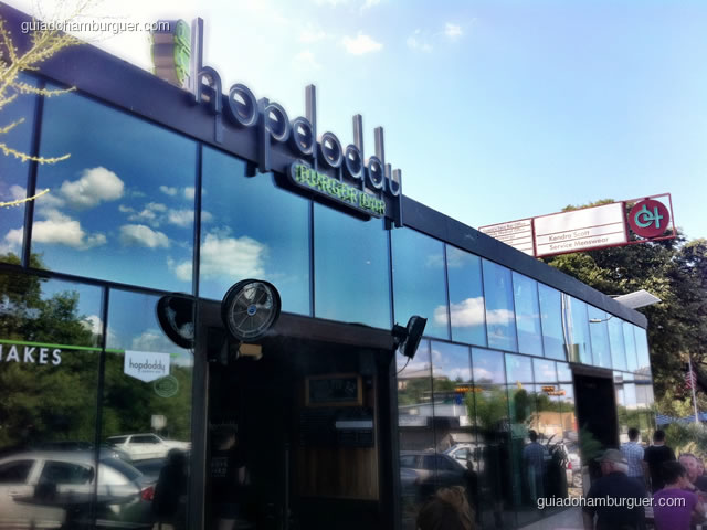 Fachada do Hopdoddy Burger Bar