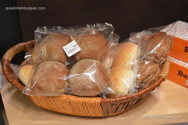 Pães vendidos no empório: australiano, clássico e integral - Burger Lab Experience