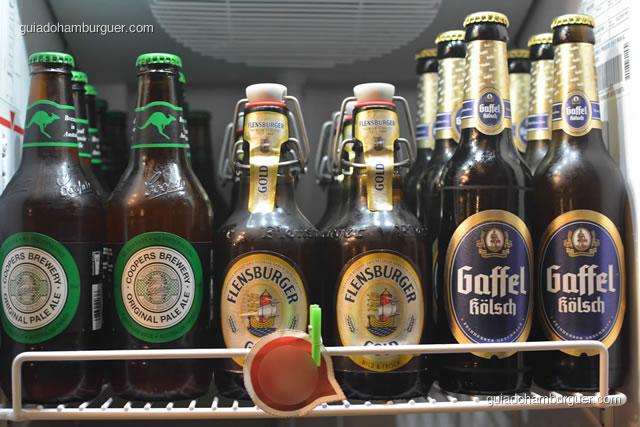 Algumas das cervejas vendidas no empório - Burger Lab Experience