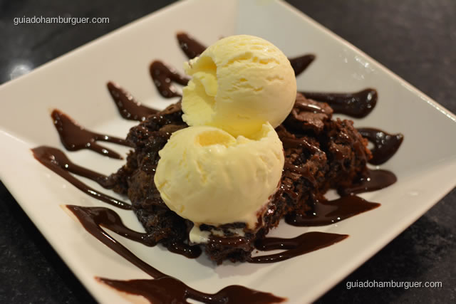 Brownie de chocolate com sorvete de creme - Burger Lab Experience
