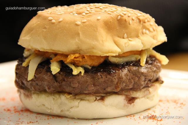 Hambúrguer de Kobe, fetuccine de palmito pupunha e molho de tomate com um toque da Burger Lab - Burger Lab Experience