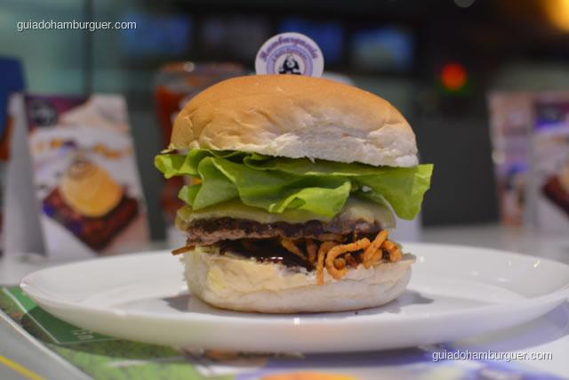 Argentino preparado com um hambúrguer de 120g, cebola frita, alface, queijo provolone, molho barbecue, maionese da casa no pão de hambúrguer - Hamburgueria da Mooca