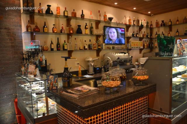 Balcão e bebidas da cafeteria - Hamburgueria da Mooca
