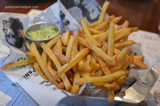 Bud Fries acompanhada de maionese da casa - Buddies Burger & Beer