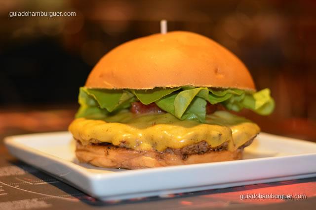 Paulista, hambúrguer bovino de 220g, alface lisa, tomate confitado - Paulista Burger