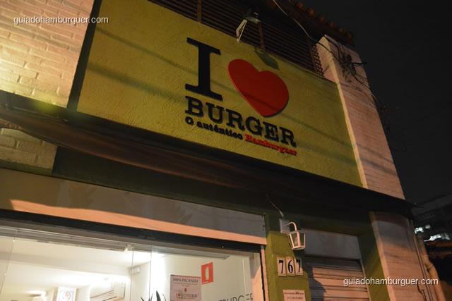 Letreiro na fachada - I Love Burger