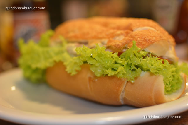 Sea: lanche preparado na baguete com atum, maionese, alface e tomate - I Love Burger