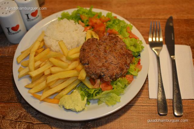 Prato executivo com hambúrguer, arroz, batata frita, salada e maionese - I Love Burger