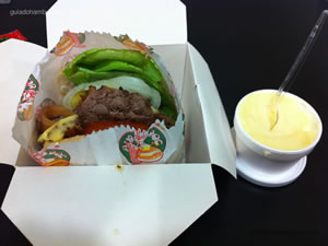 Cheese Burdog (hambúrguer, queijo, combinação de alface, tomate, maionese burdog, bacon, pepino e cebola crua) com maionese a parte - Burdog
