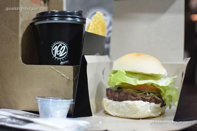 Detalhe do hambúrguer 162 na caixa - Hamburgueria 162 Express