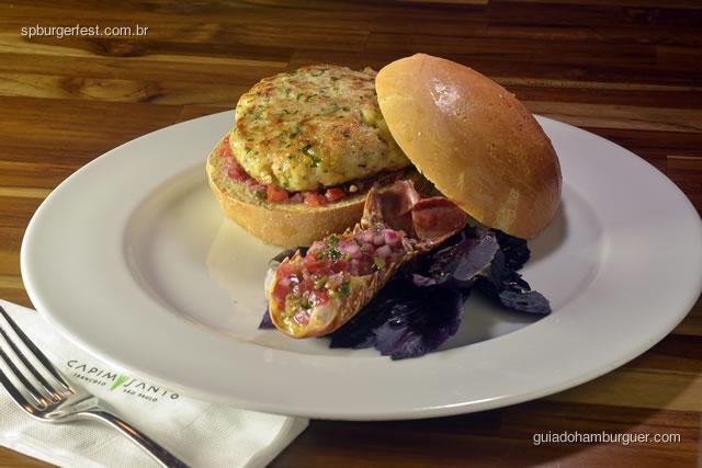 Hambúrguer de Lagosta - Servido em formato sanduíche no pão de milho acompanha chutney de abacate.  - SP Burger Fest 3ª edição
