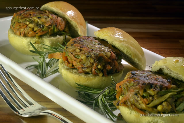 Mini hambúrguer Vegetariano  -  4 mini  cheese burguer servidos no pão de capim santo. R$ 29,00 - SP Burger Fest 3ª edição
