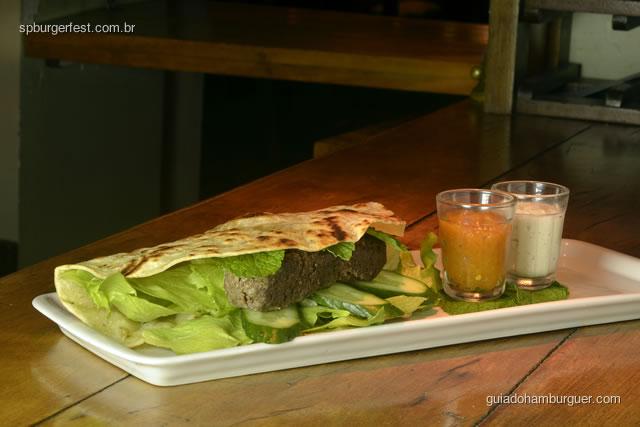 Hambúrguer de kafta com coalhada seca e chutney de damasco. - SP Burger Fest 3ª edição