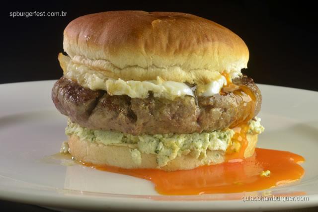 Hamborgo - Hambúrguer com creme de ricotta e espinafre, ovo trufado, no pão brioche.  - SP Burger Fest 3ª edição