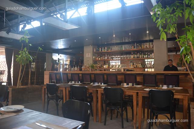 Bar com muitas bebidas - Mangiare Gastronomia