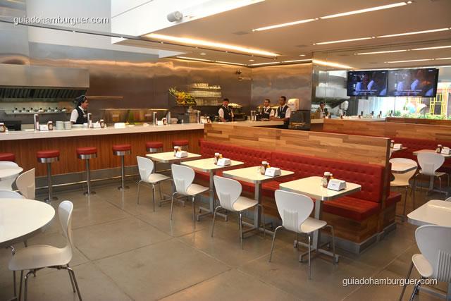 Balcão e mesas para os clientes - Achapa