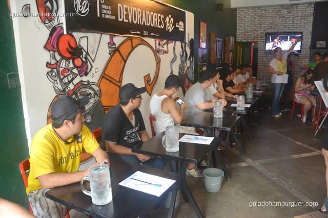 Competidores posicionados e ouvindo as instruções - Torneio Devoradores 162