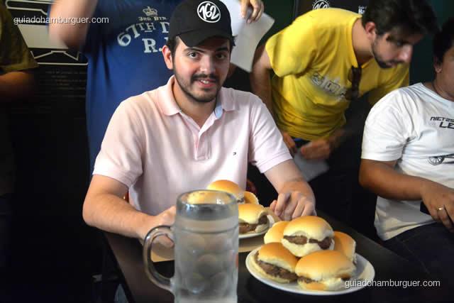 10 hambúrgueres e uma jarra de água - Torneio Devoradores 162