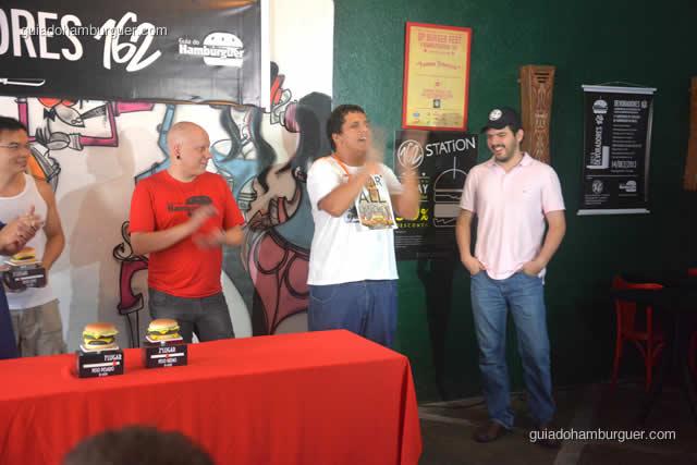 Pedro Paulo foi anunciado o 2º colocado e o Jonas Marques comemora com palmas - Torneio Devoradores 162