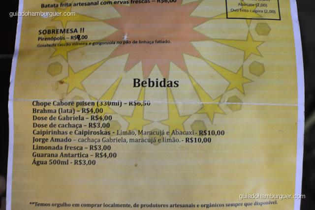Bebidas, incluindo as cachaças que são especialidade da cidade de Paraty