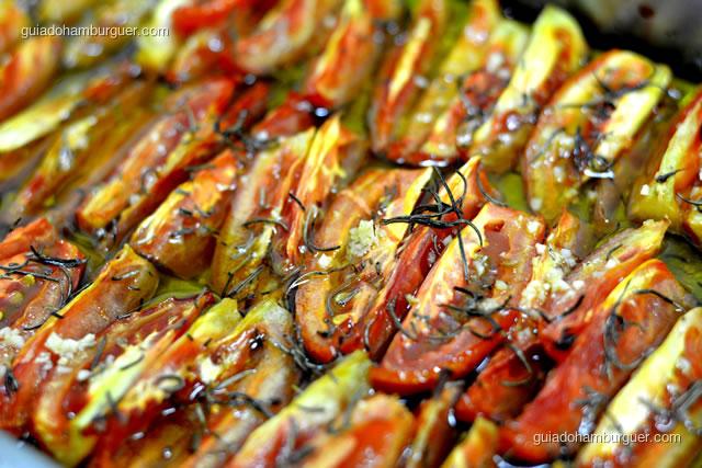 Detalhe dos tomates após 1 hora de forno