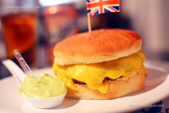 Ribbs, o hambúrguer de costelinha de porco com muito queijo - Mistura Mattarazzo