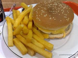 Rocka 5 Queijos de 200g: hambúrguer grelhado, coberto com mussarela, queijo prato, catupiry, cheddar e parmesão