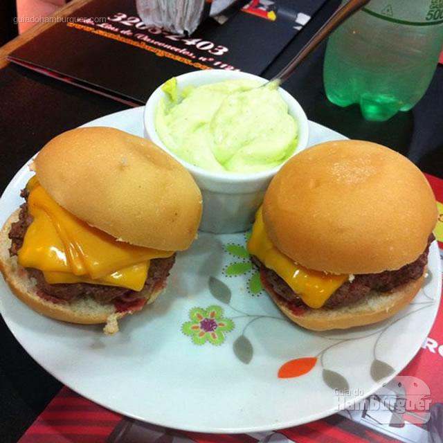 Porção de mini burgers - Santana Burguers