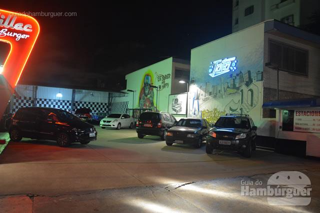 Estacionamento próprio com valet a R$ 10,00 - Cadillac Burger