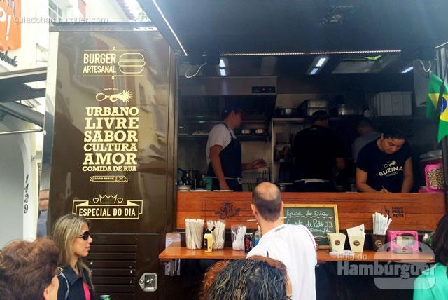 Hambúrguer artesanal vem gravado no caminhão - Buzina Food Truck