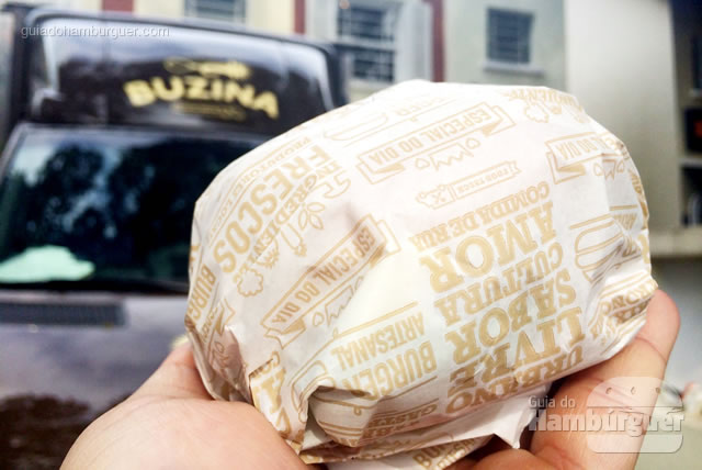 Hambúrguer embrulhado - Buzina Food Truck
