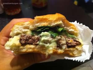 Hambúrguer com mussarela de búfala e rúcula - Garage Burger