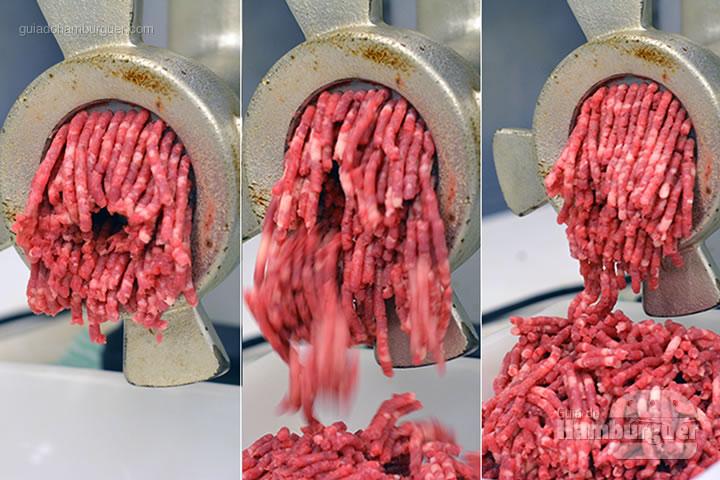 Carne sendo moída pela primeira vez - Receita hamburguer perfeito caseiro e profissional