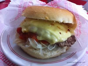 cheese burguer (x burger) com molho de tomate e cebola crua (especial) - Hamburguinho