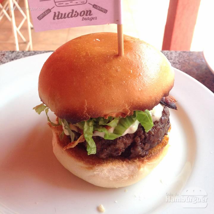 Hambúrguer pronto, agora é só comer - Como fazer hambúrguer na churrasqueira