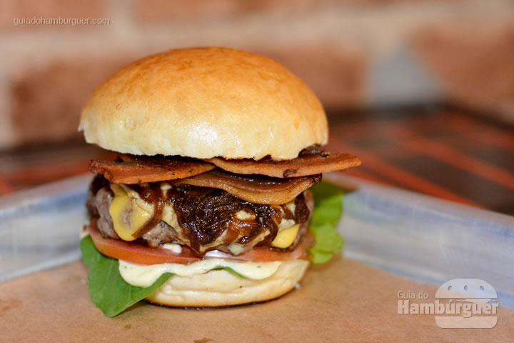 Roncador Burger, hambúrguer de 130g, queijo, gorgonzola, bacon, rúcula, cebola caramelizada e maionese da casa por R$ 27,00 - Roncador Hamburgueria Artesanal
