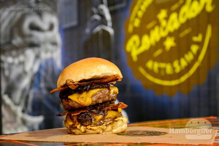 Rock II, 2 hambúrgueres de costela com 130g cada, queijo, bacon e maionese da casa por R$ 25,00 - Roncador Hamburgueria Artesanal