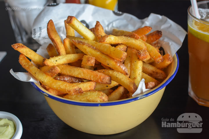 Batatas fritas temperadas com lemon pepper - St. Joe Burger House