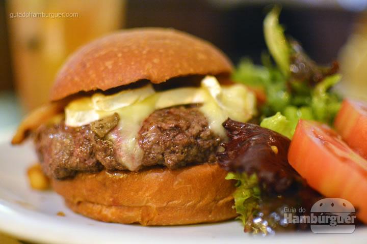 Hambúrguer em detalhes - Le Jazz Brasserie