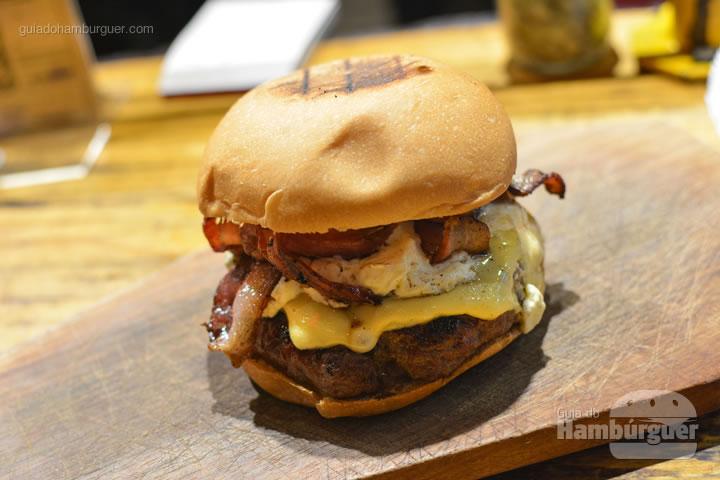 Hambúrguer, queijo prato, bacon e sour cream - Underdog