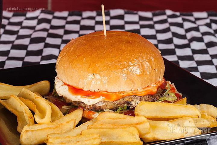 James Kennedy, hambúrguer de soja artesanal com toque de cream cheese de pimenta biquinho, alface americana e ketchup no pão de hambúrguer por R$ 24,50. - 8º UOL Burger Fest Belo Horizonte