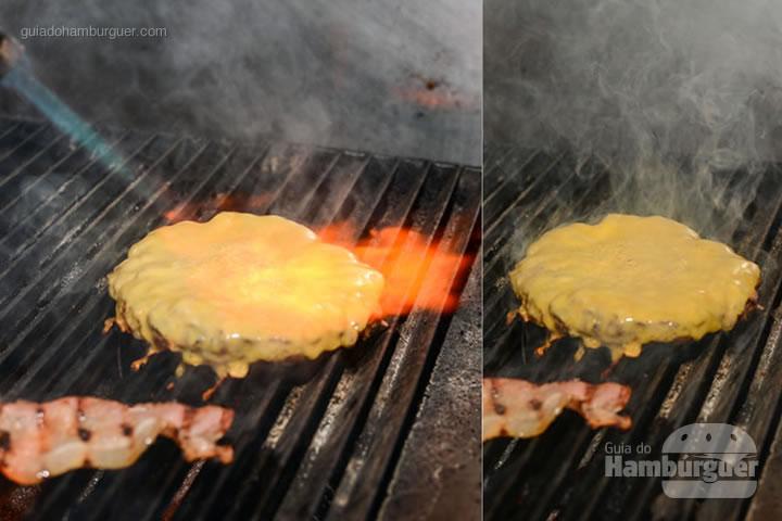 Gratinando o queijo com o maçarico - Aniversário do Paulista Burger