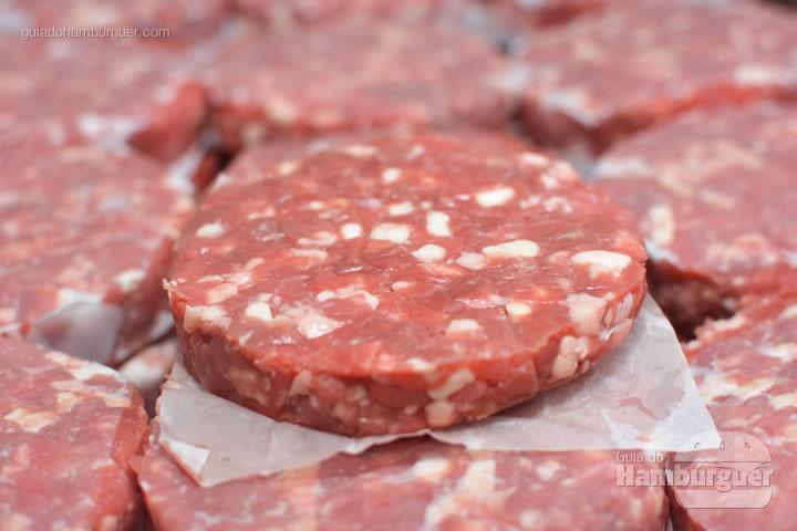 Hambúrgueres frescos - Por trás das cortinas vermelhas do Burger Joint