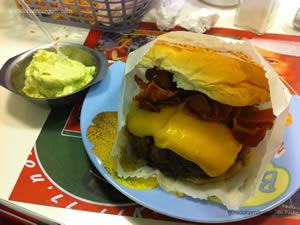 Cheese bacon (x-bacon) com queijo palmira e maionese a parte - Zé do Hamburger