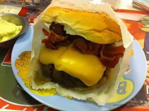 Cheese bacon (x-bacon) com queijo palmira e maionese à parte