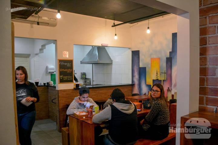 Salão com a cozinha dentro - Burger Shop 1269