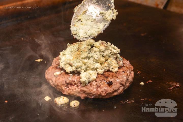 O gorgonzola é de verdade e vem em quantidade - Red Nose Burger & Hot Dog